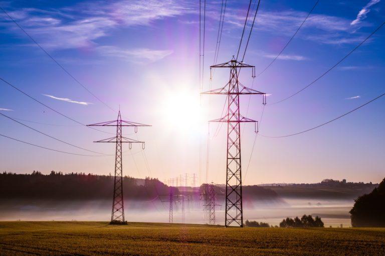 power-poles-503935_1920-768x512